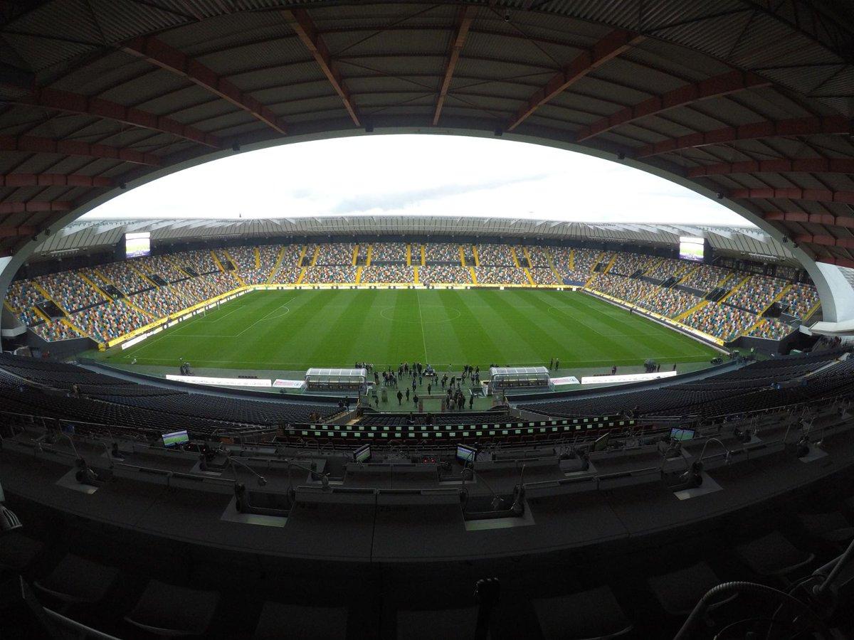Poco più di un'ora e mezza a #UdineseJuve ⚪️⚫️ Pronti?