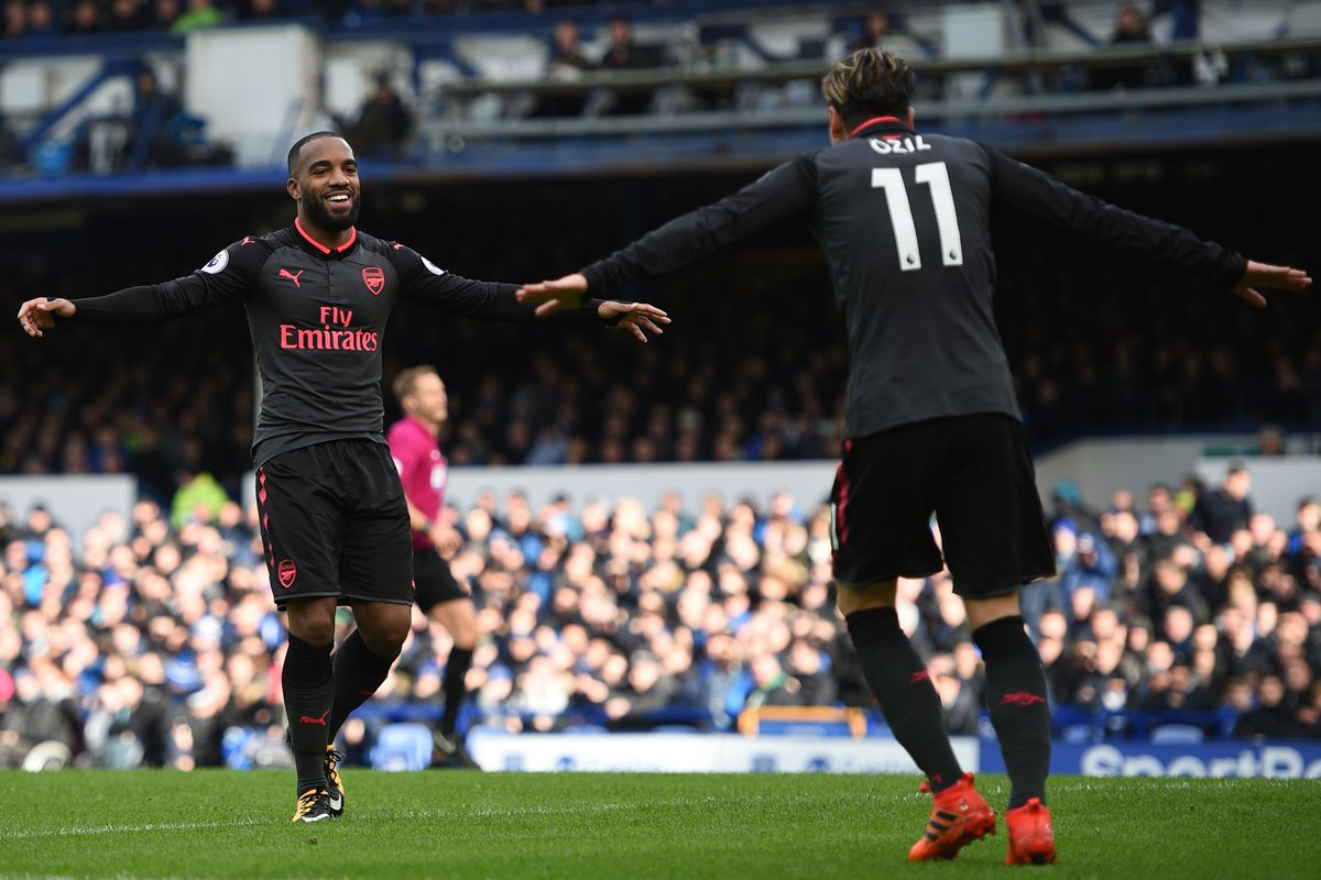 Everton 2-5 Arsenal FT:  Shots 8-30 Pass accuracy 70%-83% Chances created 4-19 Total passes 292-618  Arsenal 💯  up.