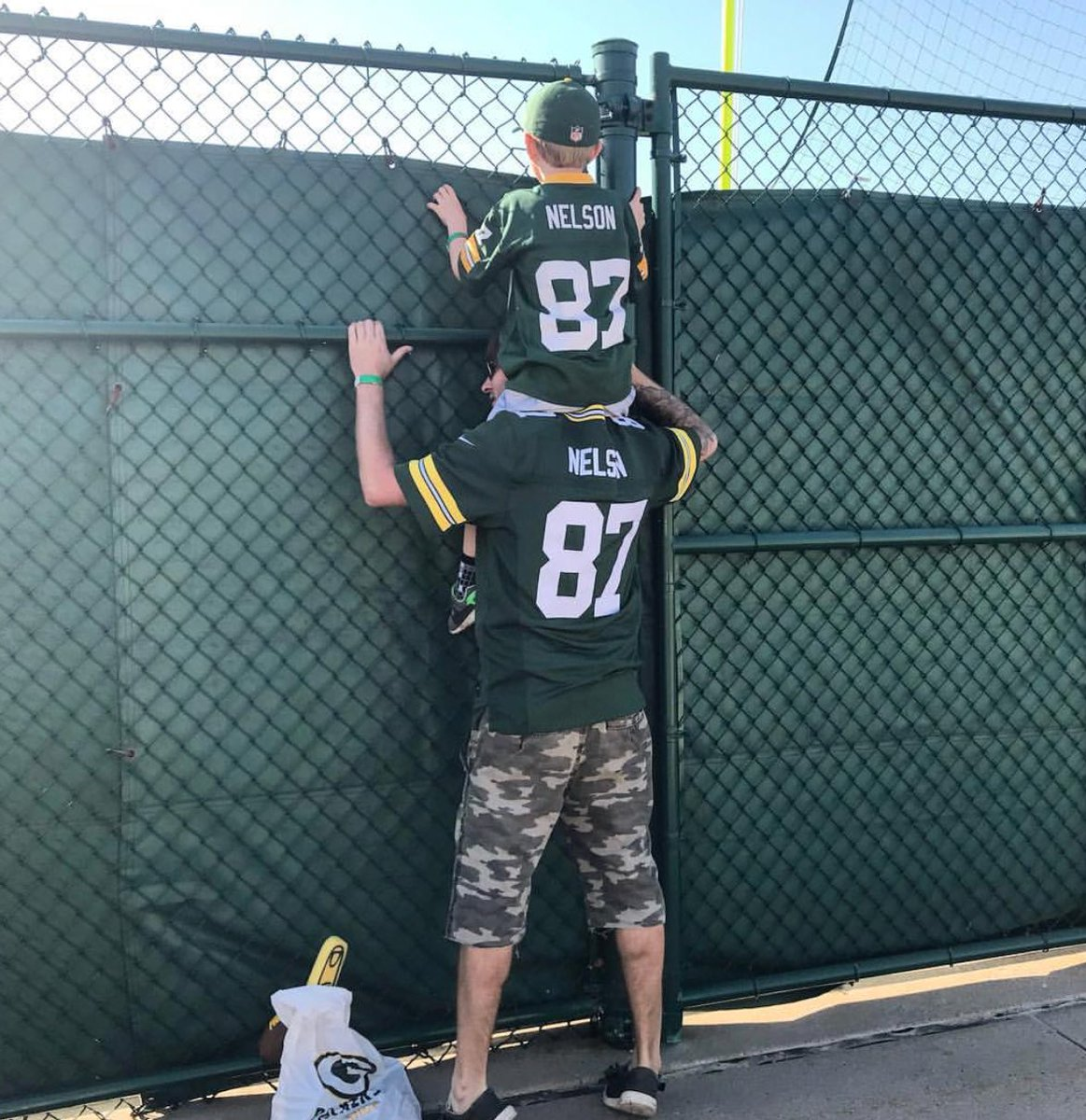 Son wants to see Packers practice, Dad improvises (📷 by @mattlebard)