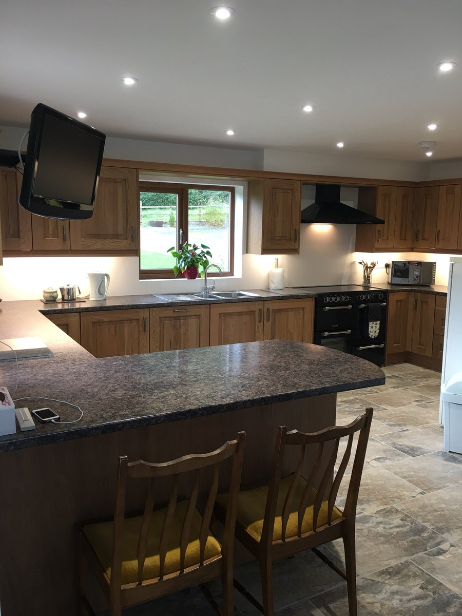 Love this @symphonygroup Stamford oak with @Wilsonart laminate worktops.#local #kitchen #teifi #wow #impressive<br>http://pic.twitter.com/Fuor6X0Qn3