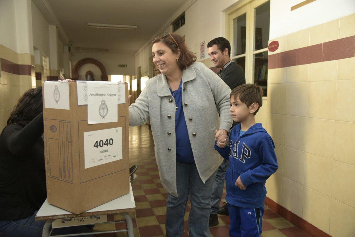 Votando en familia! Buena jornada electoral para todos! #EleccionesArg...