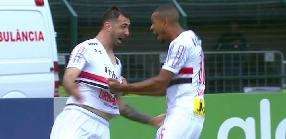 Gol do São Paulo! Pratto abre o placar diante do Flamengo no Pacaembu...