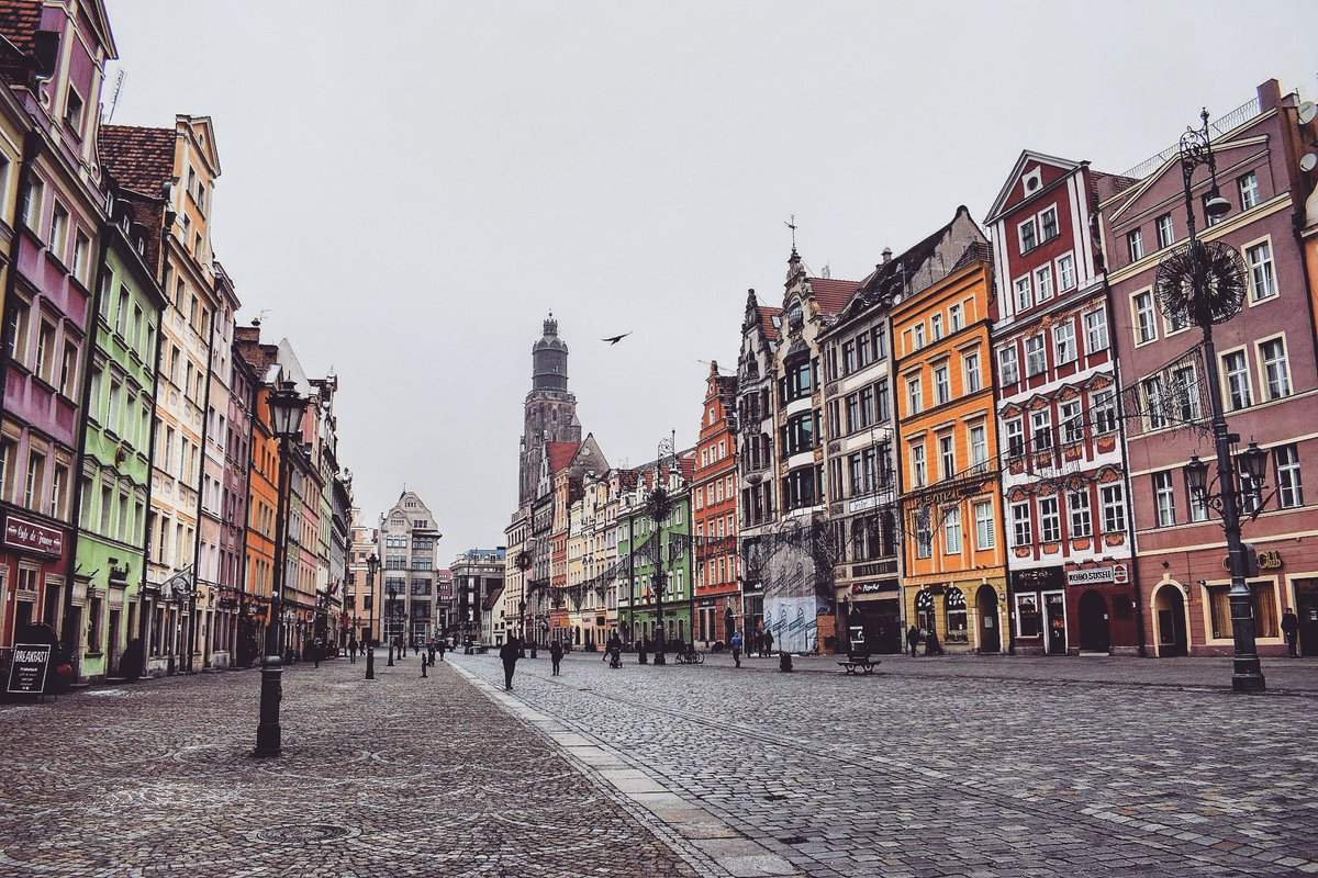 Magnificent Market Square in #Wroclaw, #Poland / #travel #travelblog #travelblogger #traveling #exploring RT<br>http://pic.twitter.com/XQAv8lJs01