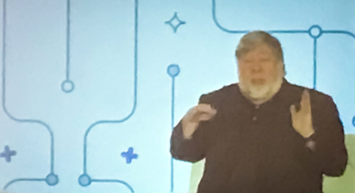 """""""#ai means I can live my life in a human world... without needing to worry about giving computers instructions.""""  -@stevewoz @ @money2020 <br>http://pic.twitter.com/lXFjk84Xyn"""
