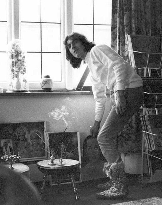 #Window at Kinfauns-Kenwood #GeorgeHarrison -1969. George is picking up a cutout of Sri Mahavatar Babaji -Image used on the cover Sgt.Pepper<br>http://pic.twitter.com/cpzqlX4Bll