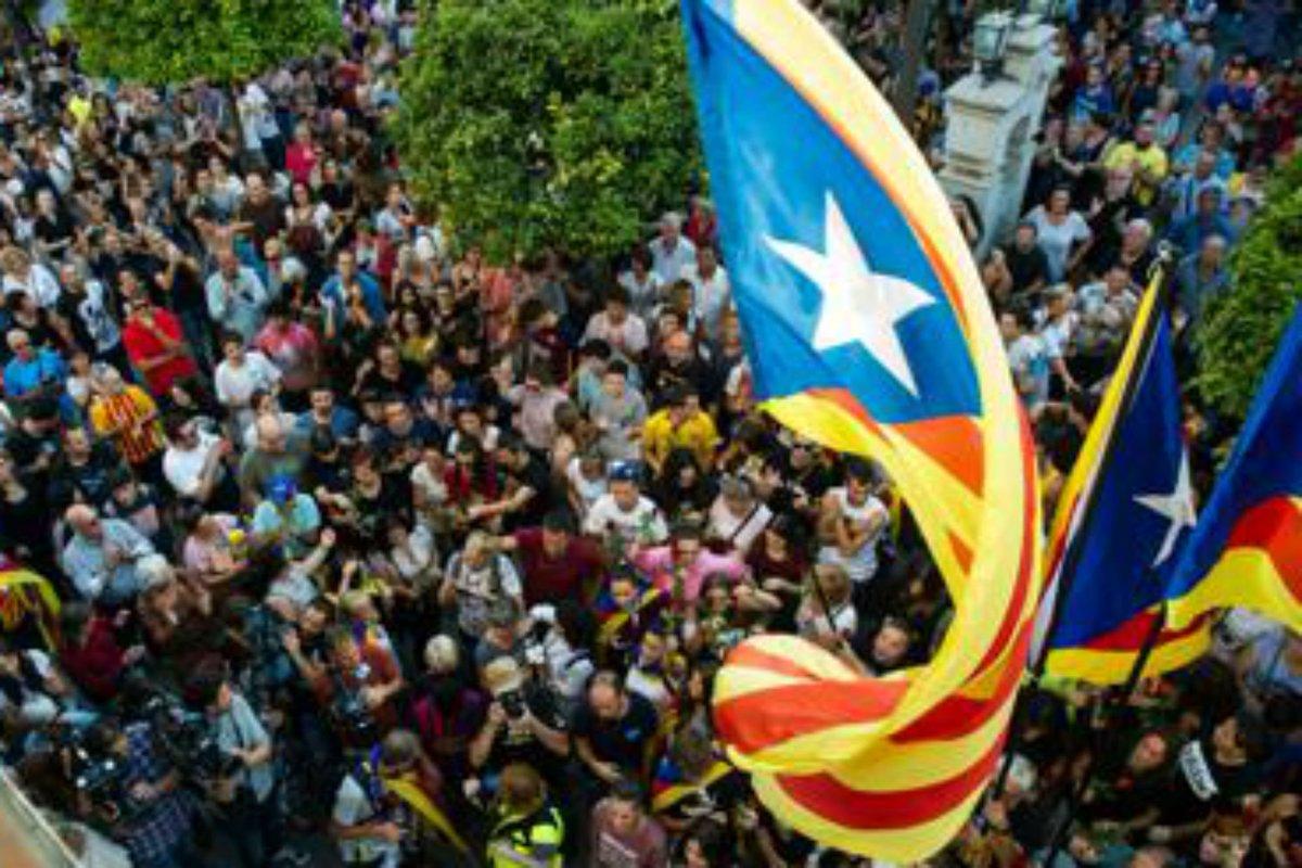Caos Spagna, ore decisive per la #Catalogna https://t.co/X9mDVhfQR1