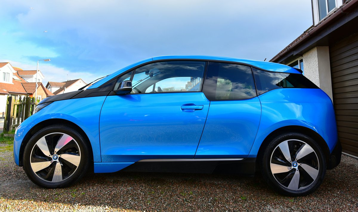 .@BMWi All-electric #BMWi3 washed &amp; charging on #solar Clean car, clean power #RenewableEnergy #renewables  #drivingonsunshine #bornelectric<br>http://pic.twitter.com/bS6yZRRdrC