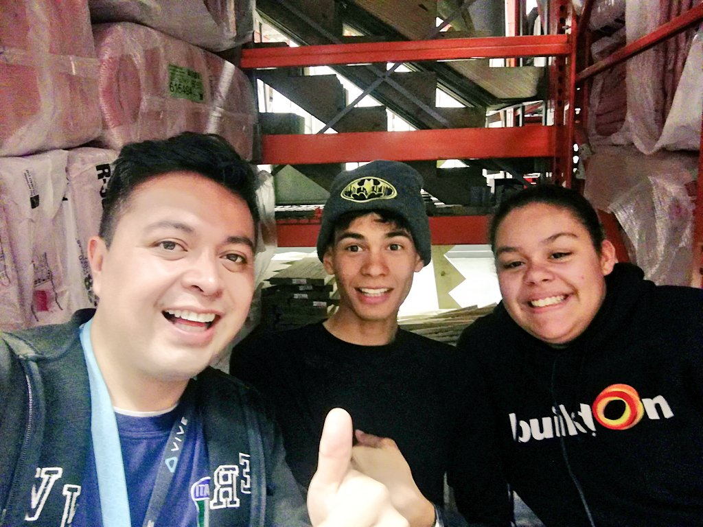 Volunteering to build the learning centers of the future @BRAINS2DaFuture with @thequeenxvi and edward at @HomeDepot  #Innovation #Millennials <br>http://pic.twitter.com/1XTorDDfOR &ndash; à Brains Nyc