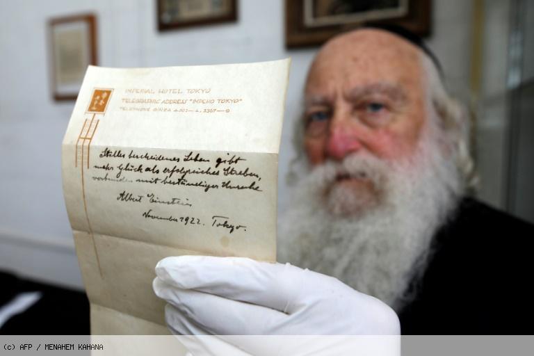 Une note d'Einstein sur le secret du bonheur va être vendue aux enchères https://t.co/evJvMs2Yig