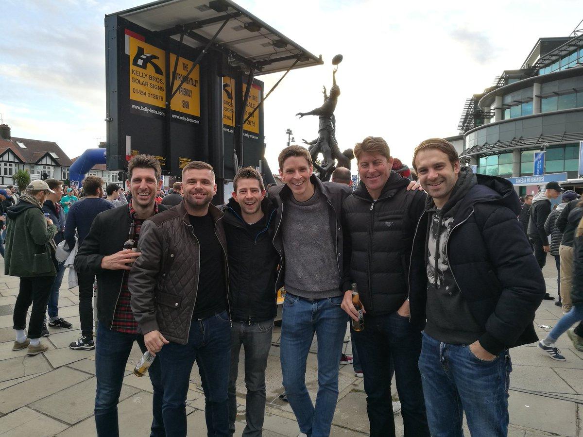 We met the Bournemouth legends 5-a-side team at #nfl #London #afcb <br>http://pic.twitter.com/nSSvjbfSDe