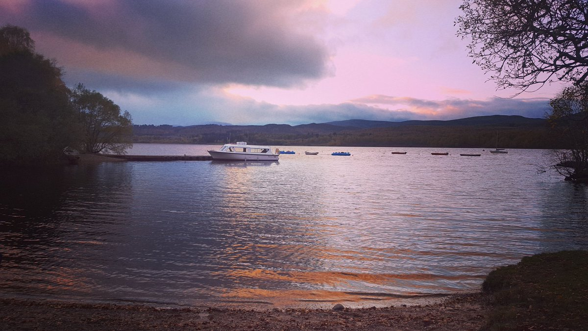 Loch Insh this evening  #Cairngorms #Scotland #loch<br>http://pic.twitter.com/Y4Zd9taut3