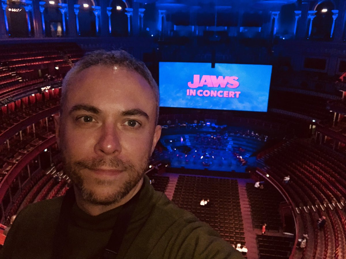 30 mins til showtime, auditorium starting to fill. I am up in the back of the gallery. Give me a  if you spot me  #Jaws #jawsinconcert<br>http://pic.twitter.com/pydBlxk5Dd