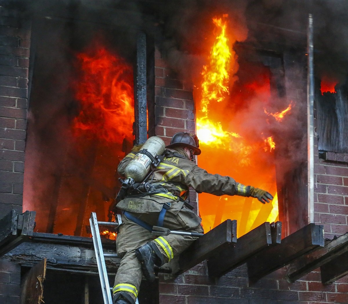 @TeddyParravani Have you ever seen fire fighting like this? AJC photographers follow ATL's Squad 4 'Into the Fire' https://t.co/srQrhmzBxn