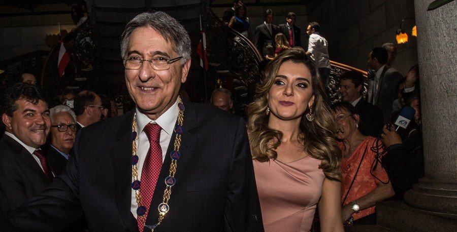 PF conclui que Pimentel favoreceu Casino e indicia primeira-dama https://t.co/gKiS7KP6PX