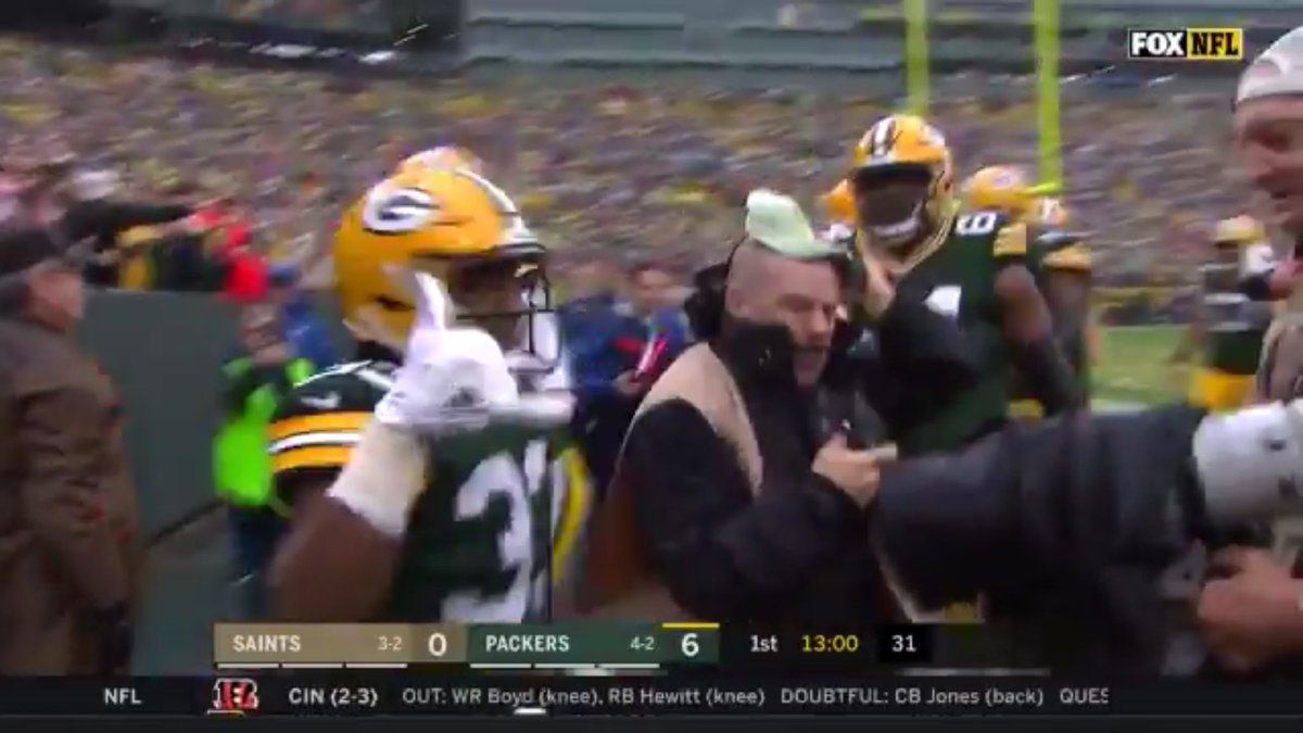 Patrick Hayes On Twitter Check This Out Packers Rb Aaron Jones Throwing Up 915 After The Touchdown Picksup Elpasoproud