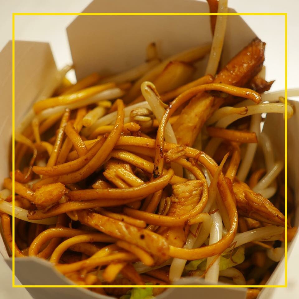 Who fancies a Sunday night noodle box?  So many deliveries are going out tonight! Call our team 0151 489 2571 #like4like #like4follow<br>http://pic.twitter.com/7SeHObxuNi
