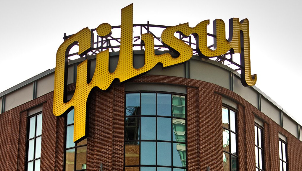 #Gibson is selling its Memphis factory. Searching for smaller facility.  http:// bit.ly/2yAUaOX  &nbsp;   Photo: Michael Miley<br>http://pic.twitter.com/jWBz572GeW