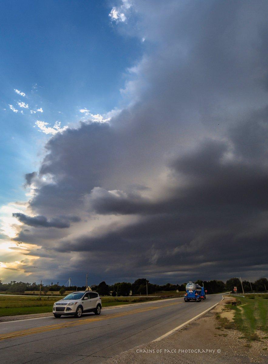 Bit of a #storm last night near #Blackwell #Oklahoma #StormHour #okwx #Nikon #weatherchannel #weathernation<br>http://pic.twitter.com/pIsuveFAgB