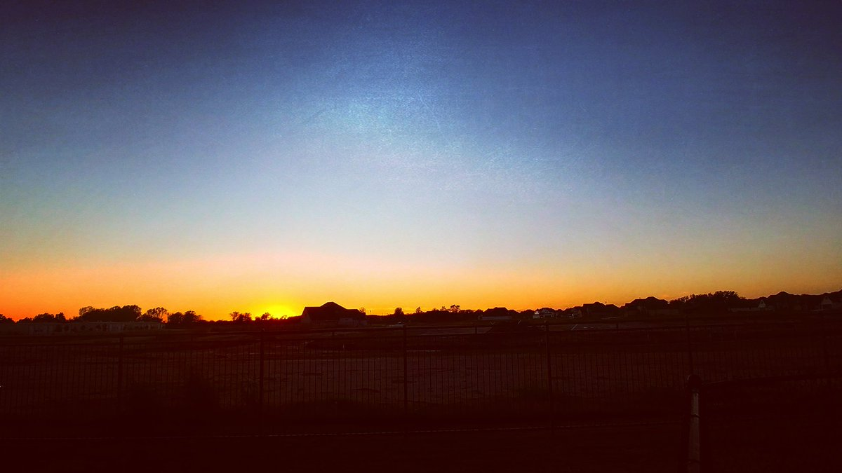 long walk with Remy after a long day at work...the view wasn&#39;t bad tho #Oklahoma <br>http://pic.twitter.com/XLLe9Q4H4J
