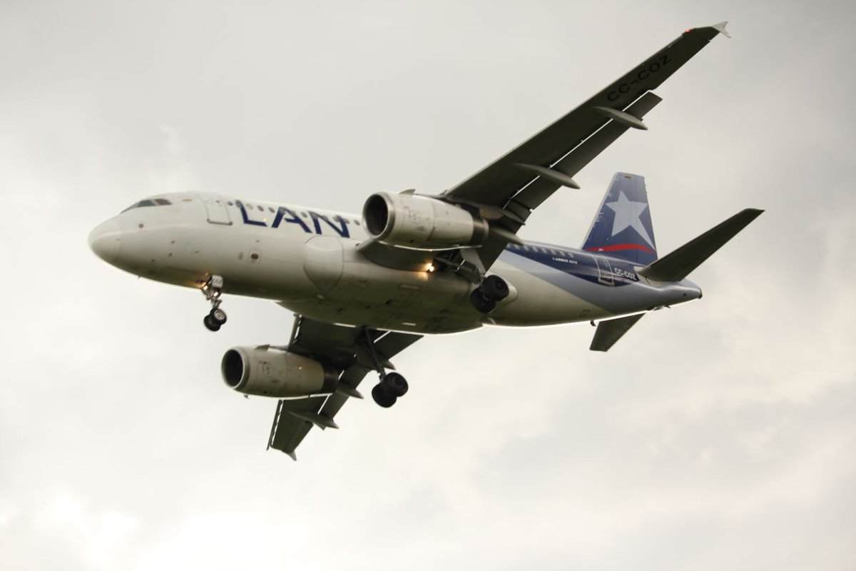 Airbus A319 - Latam Chile CC-COZ @LATAMAirlinesUS  @avgeekyyz @AJtheAviator #A319 #LATAM #Chile #airbus #planespotting #bog #avgeekyyz<br>http://pic.twitter.com/EHiTDfk9uq