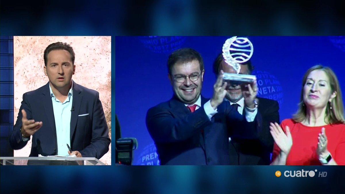 Nuestra enhorabuena a @Javier__Sierra #PremioPlaneta2017 #CuartoMileni...