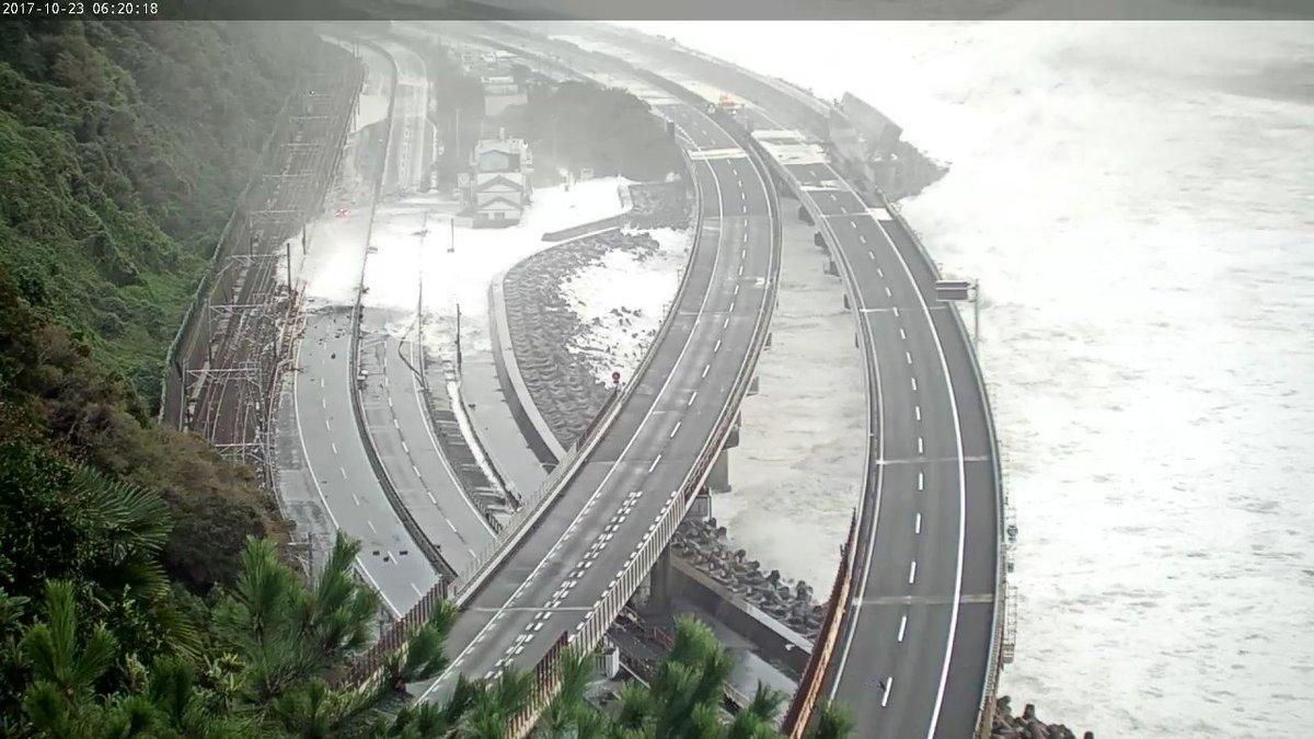 東海道本線まで波来てるやん… pic.twitter.com/oBpemOjhvd