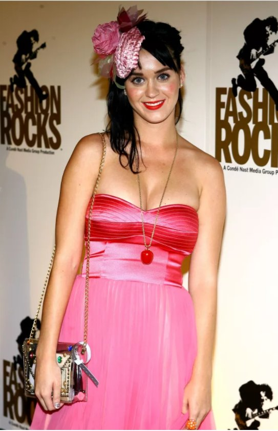 seeing this photo of Katy Perry is providing context for all the awful dresses I wore in the late noughties #Dotti <br>http://pic.twitter.com/LlsAHQfTtg