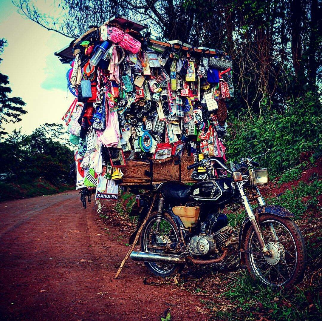It is #MondayMorning. #WORK. #Save. #Travel. #Explore #Uganda &amp; #repeat.IG:yyz.kuba Fort Portal. #VisitUganda #MondayMotivaton #Discover<br>http://pic.twitter.com/Xh2GN2Idhn