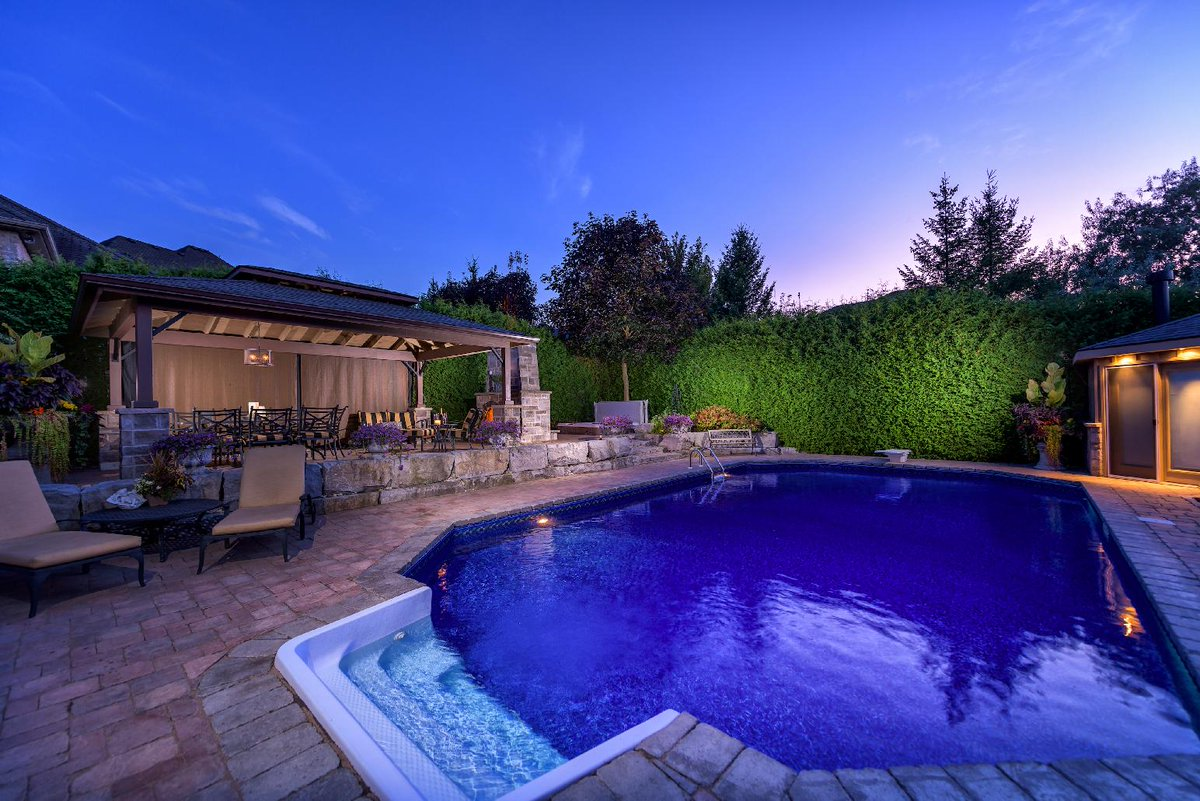 #Exclusive listing #executive home in Warbler Woods w/ private resort-style #pool oasis! call for details kimcan.ca #realestate<br>http://pic.twitter.com/EXm9CdTFJ7