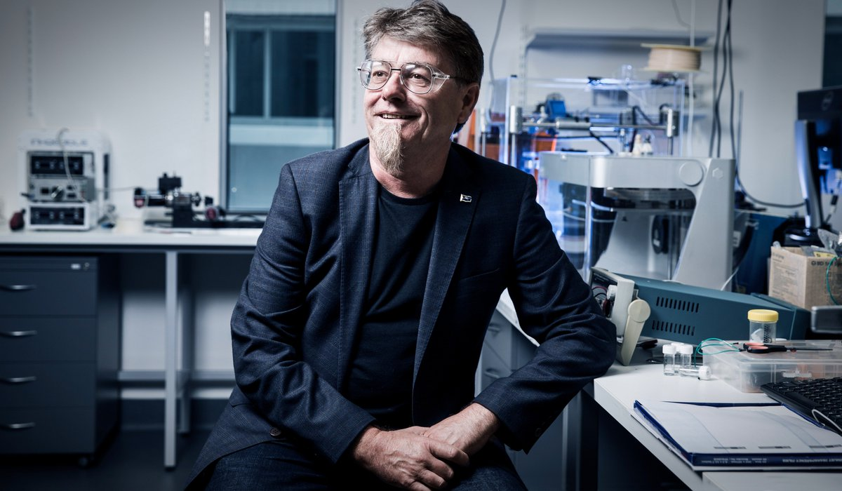 @UOW @ARC_ACES #researcher Prof Gordon Wallace named 2017 NSW #Scientist of the Year  http://www. illawarramercury.com.au/story/5002717/ wollongong-researcher-named-nsw-scientist-of-the-year/?src=rss &nbsp; … <br>http://pic.twitter.com/HjQgraE8PX