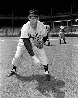 Orioles Don Larsen before 1954 game at Yankee Stadium,2years before,his &quot;Perfect&quot;day there.#Orioles #yankees #NYC #yankeestadium #Baltimore <br>http://pic.twitter.com/fI4UdYuFqC