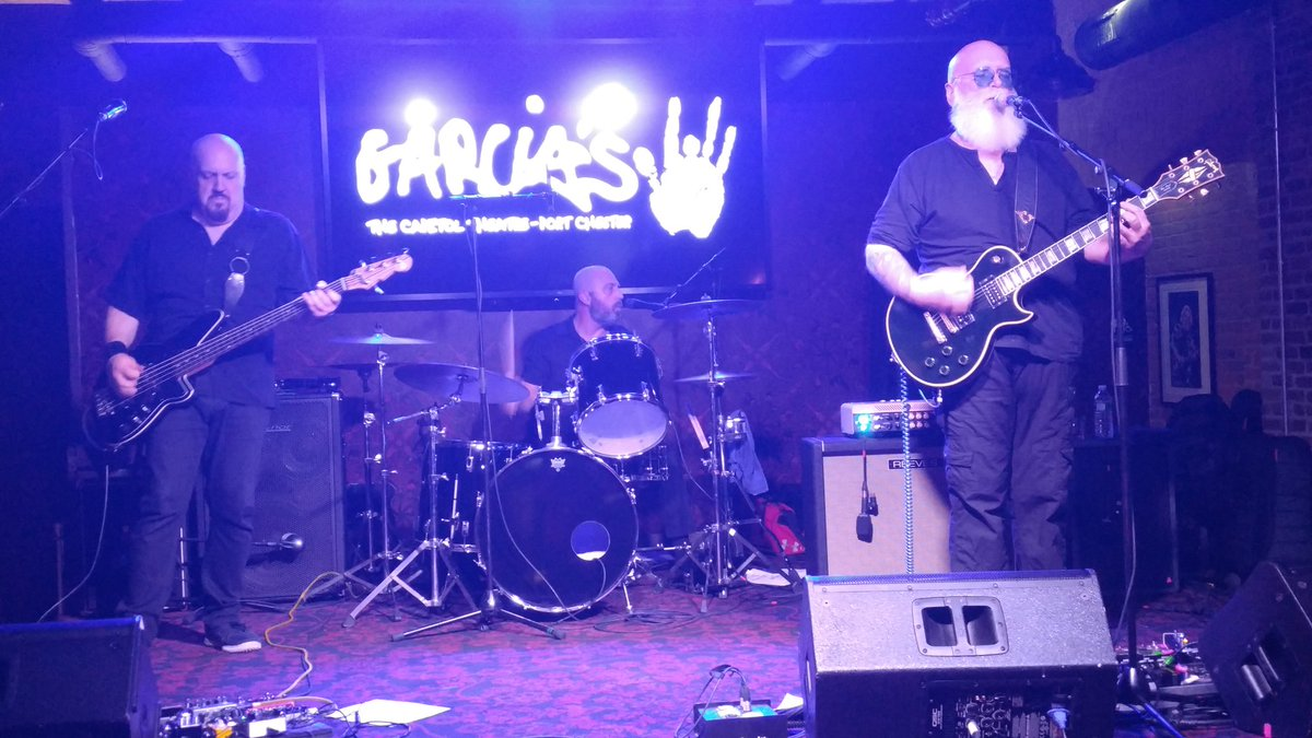 This is very cool to have a legend in @reevesgabrels absolutely killing it @GarciasAtTheCap  #DavidBowie #TheCure guitarist<br>http://pic.twitter.com/9oieoZu0TW