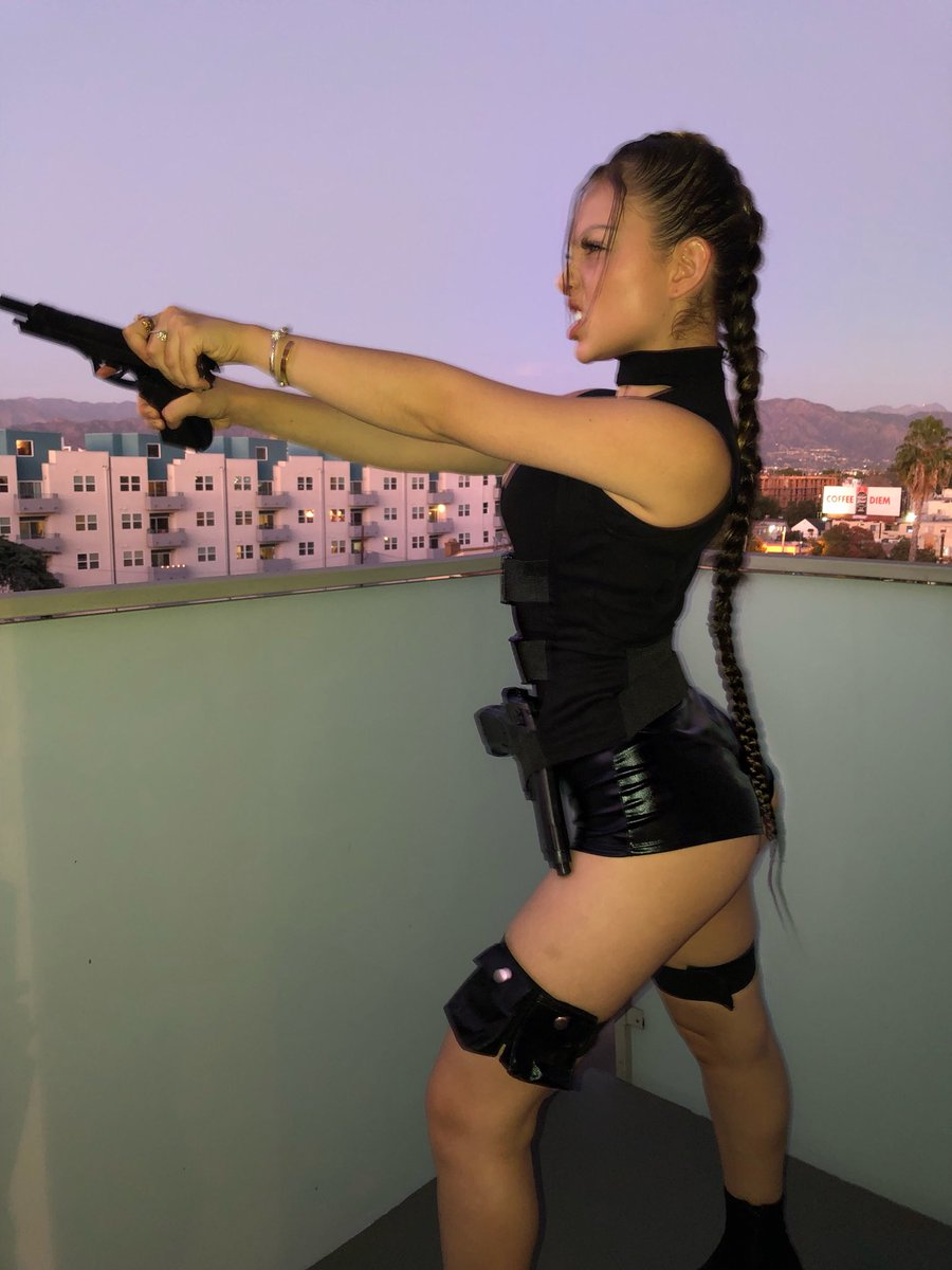 RT @nathalieeparis: Lara Croft https://t.co/S02gbskzRV
