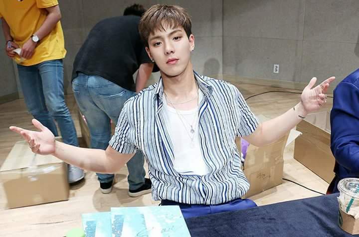 ¿Hyunwoo feo?   Parfavaar feas tenes las...