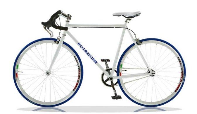 Zie je jezelf al iedere dag naar je werk fietsen op deze 'fixie'? 😍 Hij is al van jou voor maar € 139 🚲 https://t.co/0sXsIAF6oD https://t.co/XFwxK0v5xm