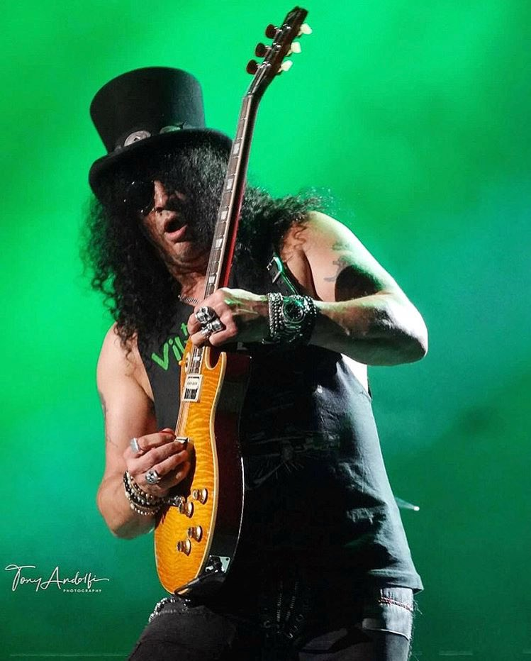 Happy #Monday #Slasher! @slash #Slash #TheBoss #GuitarLegend #Gibson #LesPaul #SaulHudson #GnFnR #SMKC #Guitarist #Cool  #Rocker #RnFnR<br>http://pic.twitter.com/5fKQ88oDQ8