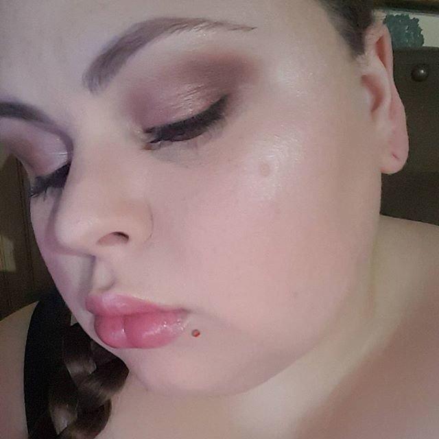 Reposting @lindaxhella:  #bblogger #blogging #beauty #makeuptutorial #blog #blogger #beautyblog #makeup #cosmetics #tutorial #motd<br>http://pic.twitter.com/t1LsqZLFhf
