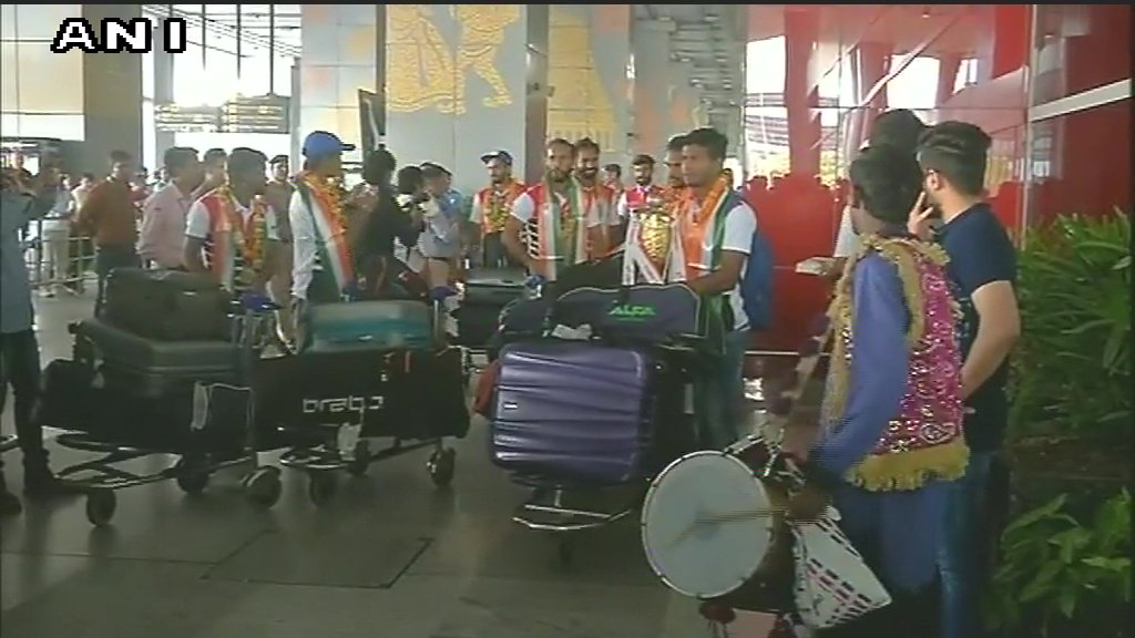 Indian Hockey team arrives in Delhi after winning the #AsiaCupHockey 2017