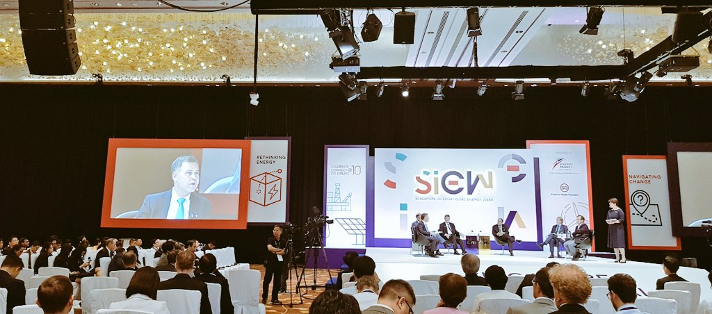 How would #digitalisation evolve the #energy grid of the future and impact businesses? #SIEW2017<br>http://pic.twitter.com/MDG5uU2oGD