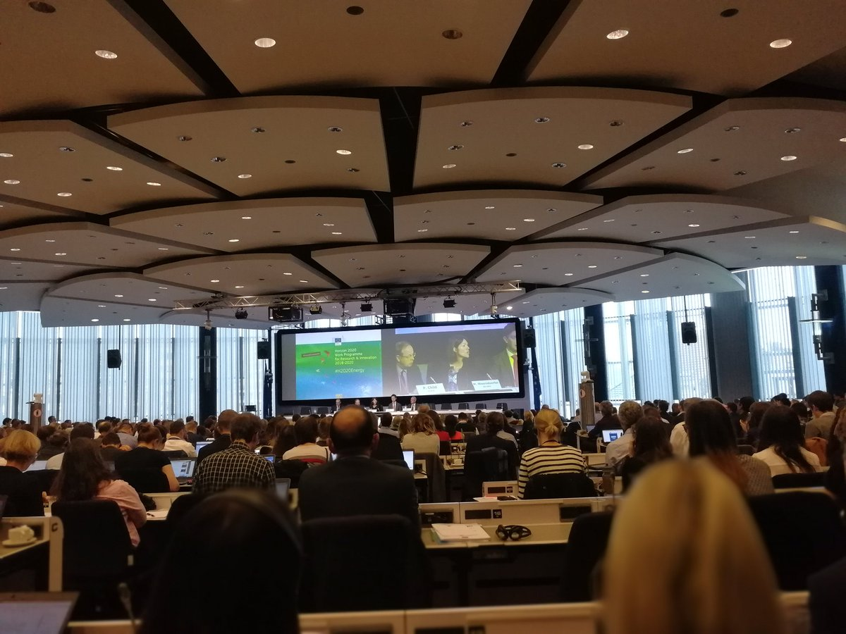 @MWorsdorfer announces cross-cutting issues on #digitalisation to integrate #DSM &amp; #energy in #H2020Energy Workprogramme<br>http://pic.twitter.com/KKNeArAJdm
