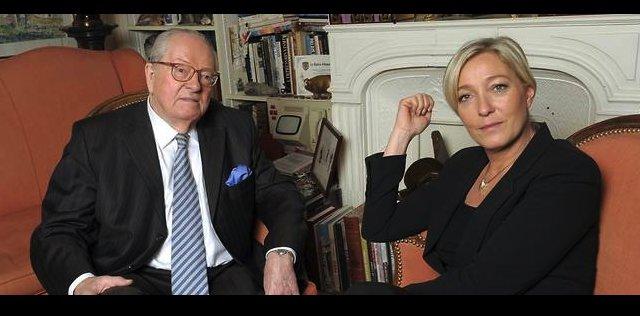 &gt;    #UneSerieAPeuPres     HOUSE  of  TARDS  - #MarineLePen #JeanMarieLePen #FN #FHaine #ResisTeamFR   CC @ResisTeamFR<br>http://pic.twitter.com/wCDDprTqqn