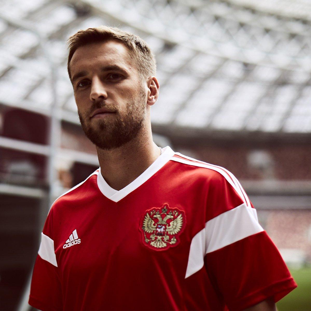 Дмитрий Комбаров представил новую форму сборной России на ЧМ-2018