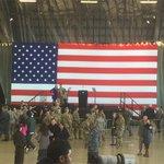 トランプ大統領は、すでに横田基地を発ちましたが、会場では、誰もいないステージの前などでアメリカ軍関係…