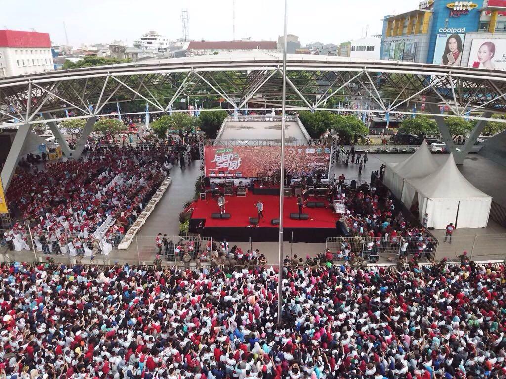 Jalan Sehat HUT Kota Makassar ke-410 @humasmakassar @DP_dannypomanto #HUTMakassar2017 #makassarjalansehat2017 #makassarduakalitambahbaik https://t.co/J0s7m6ISKm