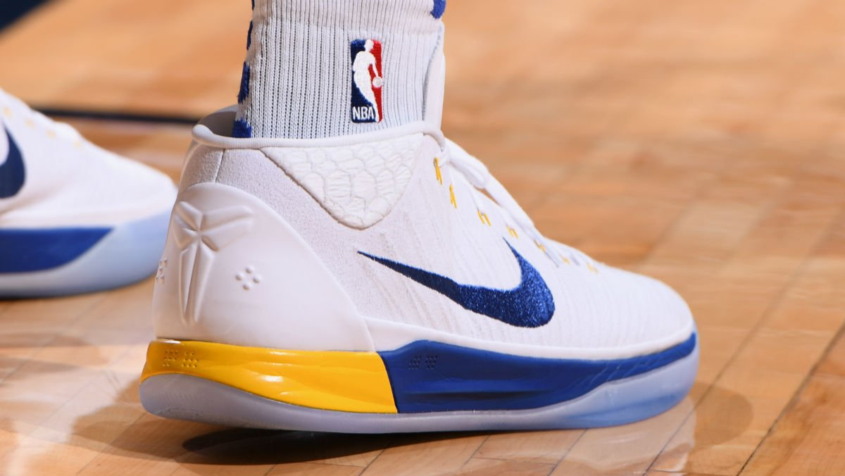 meet 060a4 aa5d5 solewatch: @andre wearing a nike kobe a.d. mid pe tonight ...