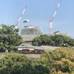 先週、応接室でお客様がお越しの際にふと窓を見たら熊本城の天守閣に異変が、、、実は、大天守の屋根を工事…
