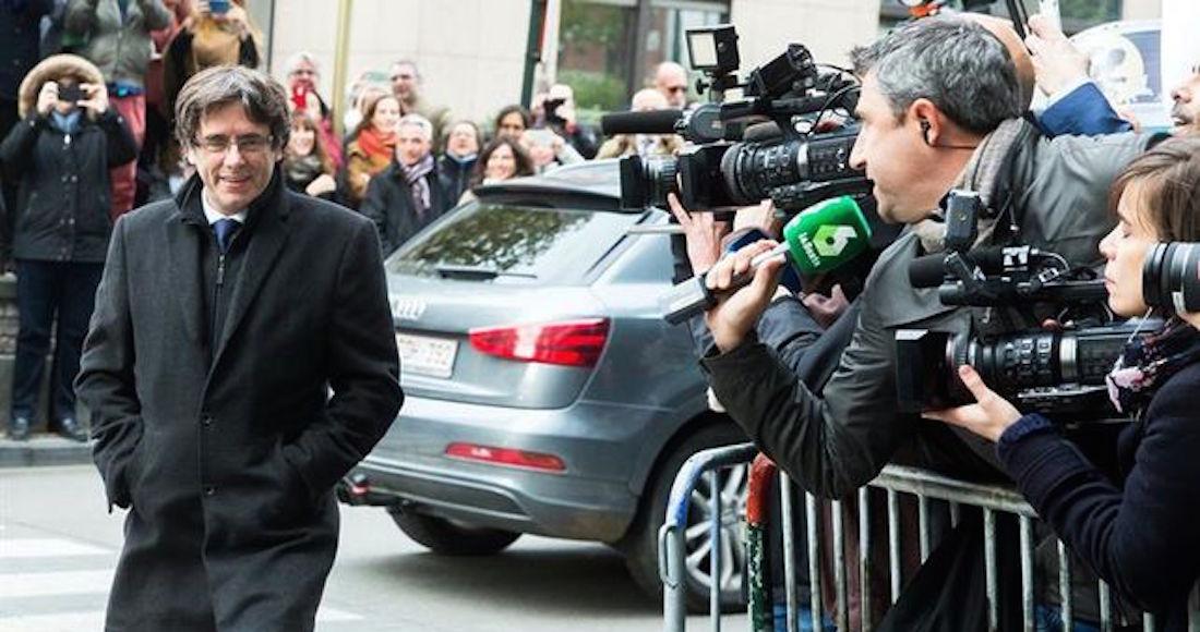 Puigdemont y 4 ex funcionarios se entregan a las autoridades de Bélgica; comparecerán hoy ante un juez http://bit.ly/2zgkZbz