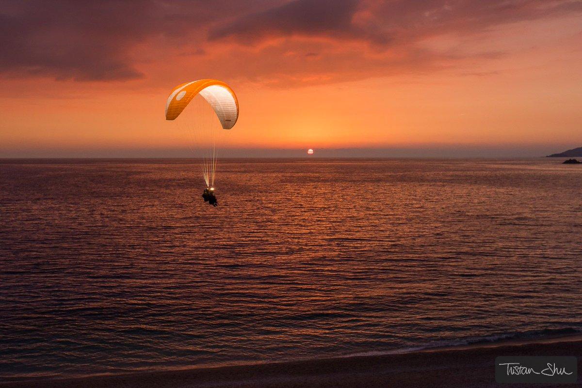 Back to base with Yannick Dacheux &amp; Yann Ponsar (c)  http://www. TristanShu.com  &nbsp;    #Paragliding #Parapente #Flash #Sunset #Elinchrom #ELB1200<br>http://pic.twitter.com/dncAOQnA1W
