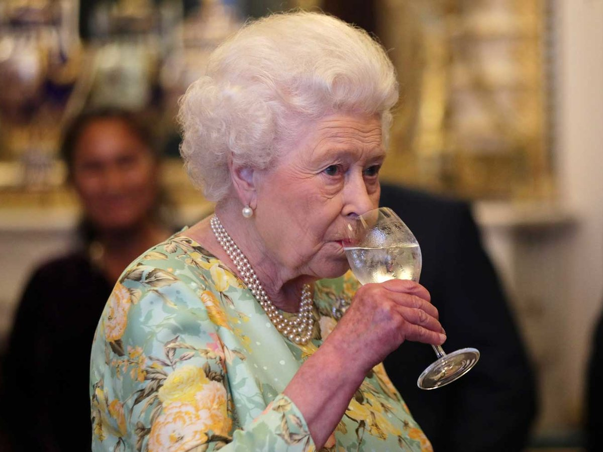 The Queen of England enjoys four cocktails every day. https://t.co/sgJN4aQsDD