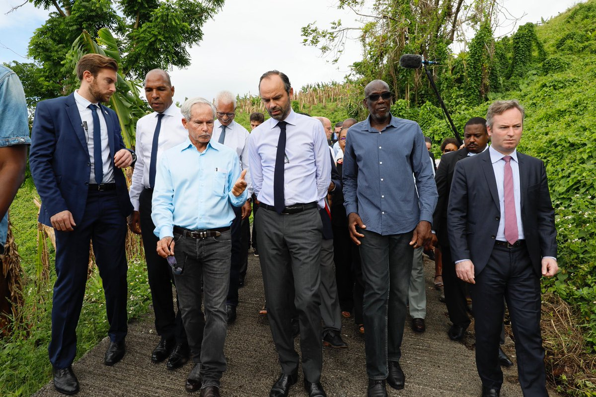 En Guadeloupe, le gouvernement a installé 1 radar tous les 10 kilomètres ! By DETOURS  DN4CkYmX4AA94uW